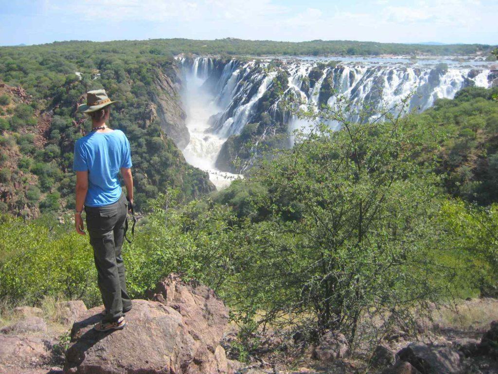 Blick nach Angola über die Ruacana Fälle am Kunene