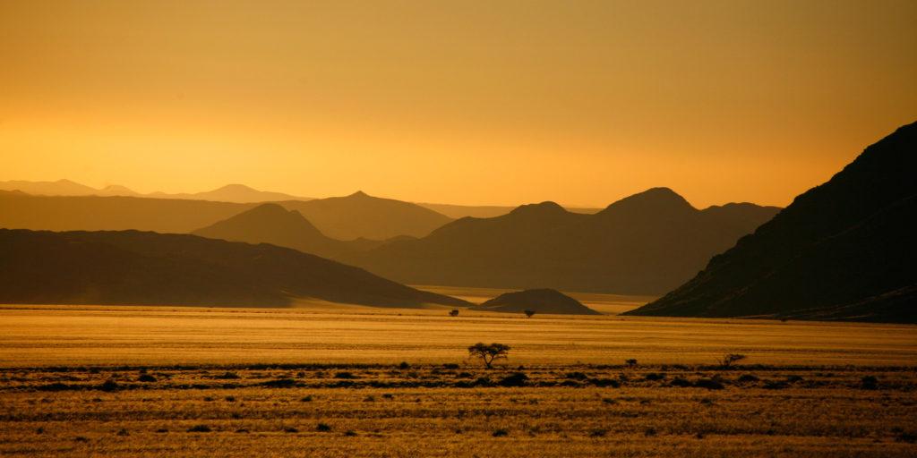 Abendstimmung in den Landschaften entlang der D707 Strasse im Süden Namibia's (Namtib)