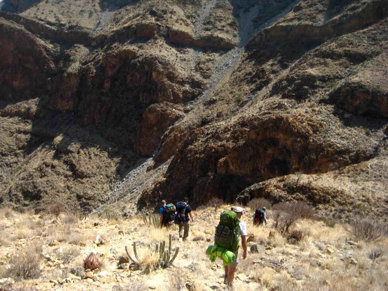 Steiler Abstieg auf dem Naukluft Wandertrail