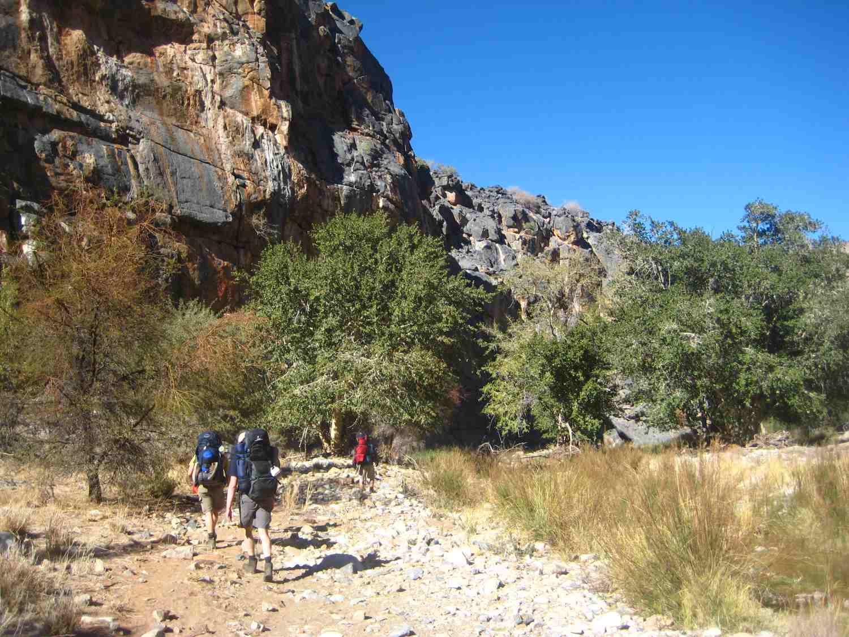 Wanderer am Naukluft Rivier auf dem Naukluft Wandertrail