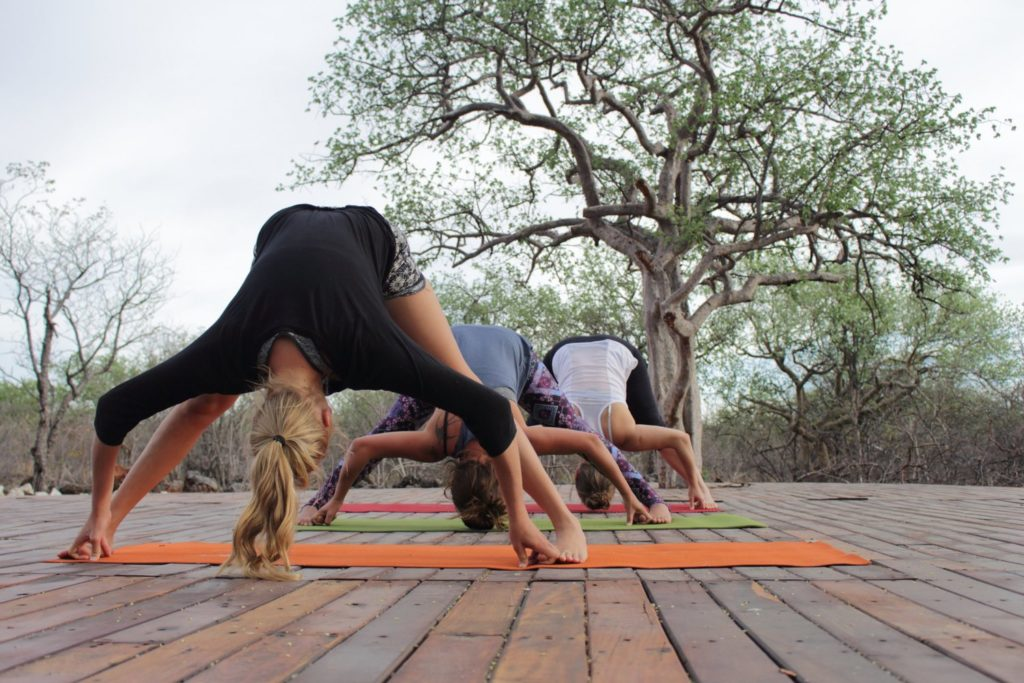 Yoga im Freien in der Etosha Village Lodge