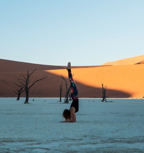 Yoga Reise - Yoga im Dead Vlei