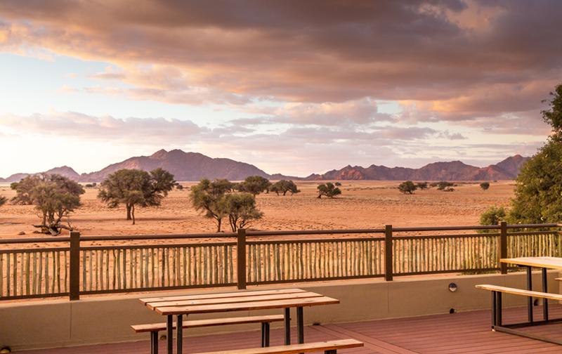 Yoga Reise Namibia - Sossusvlei Lodge Sundowner Deck