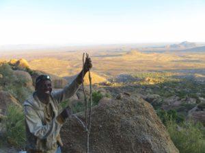 Bei den Small Miners - Ausblick vom Hohenstein im Erongo Gebirge