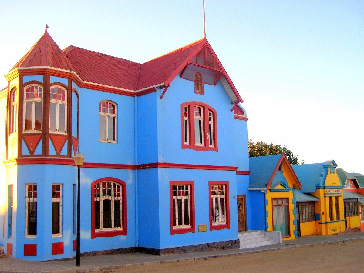 Bunte Häuser im deutschen Kolonialstil in Lüderitz