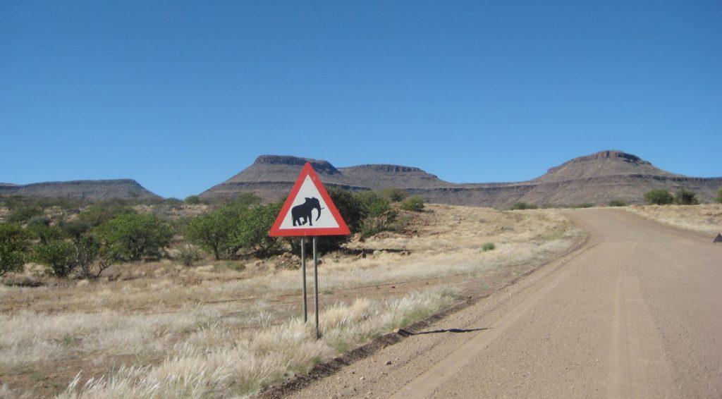 Elefantenwarnschild am Grootberg, Damaraland, Namibia
