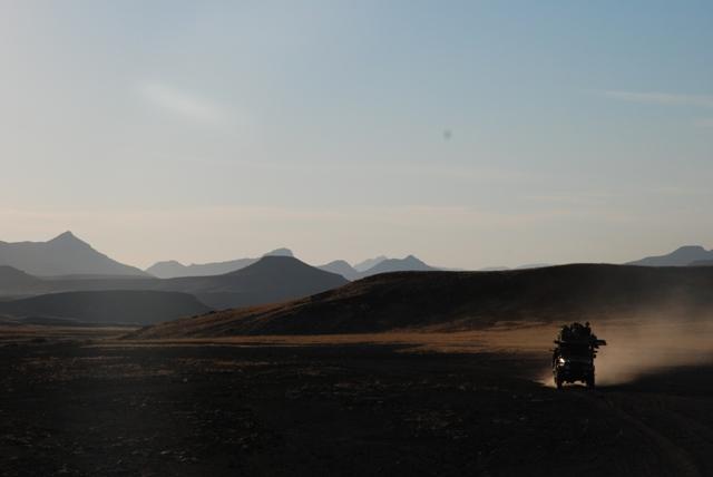 Im Geländewagen auf Patrouille in der Weite des Damaralandes
