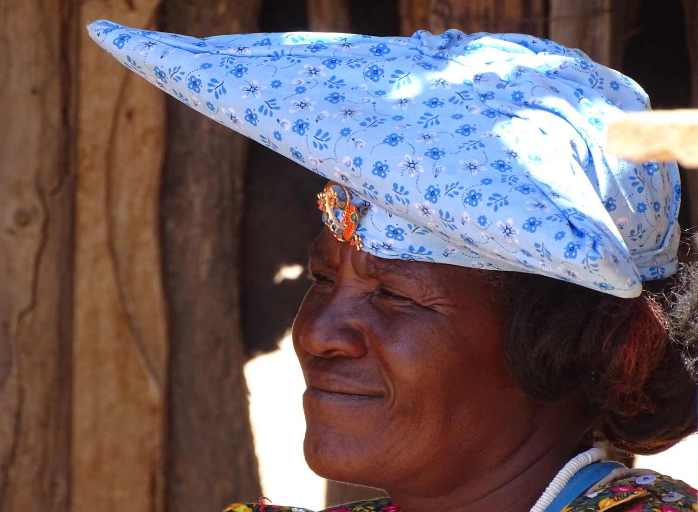 Herero Frau mit traditionellem Kopfschmuck