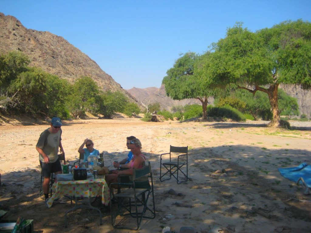 Mittags-Picknick im Hoanib Flussbett, Namibia