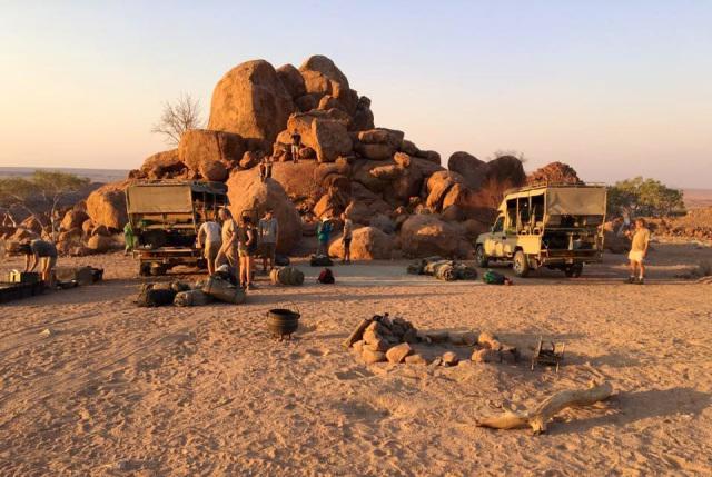 Mobiles Camp auf Elefanten-Patrouille in den Granitfelsen des Damaralands, Namibia