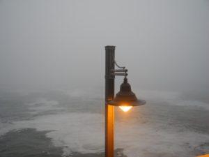Dichter Nebel über dem Ozean in Swakopmund