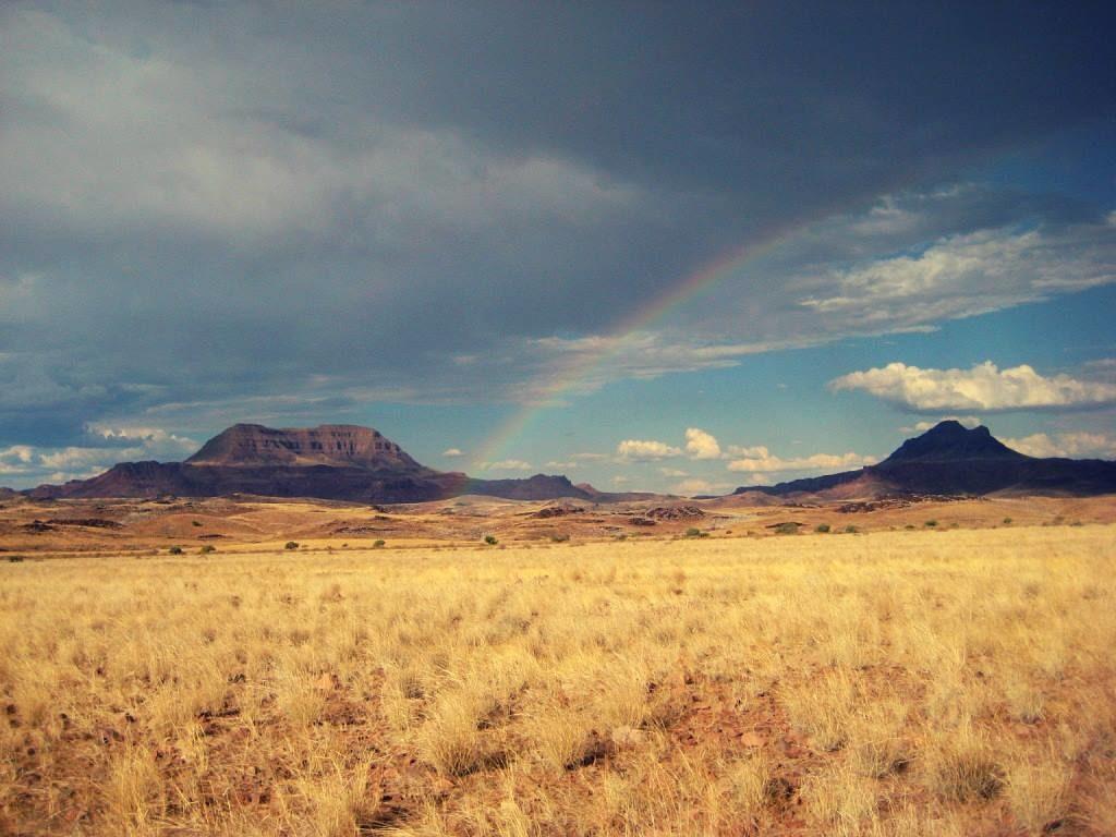 Regenbogen im Damaraland in Namibia