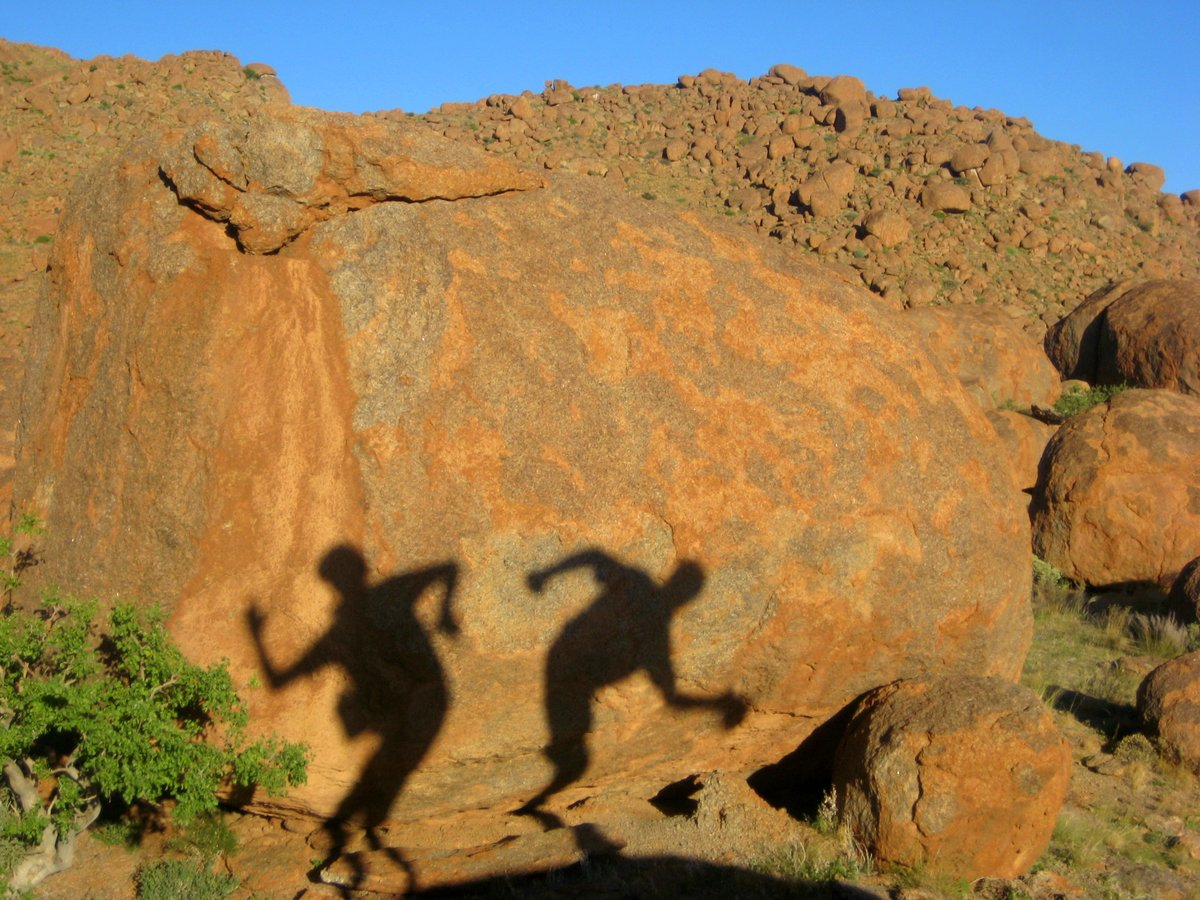 Schattenspiele auf Granit