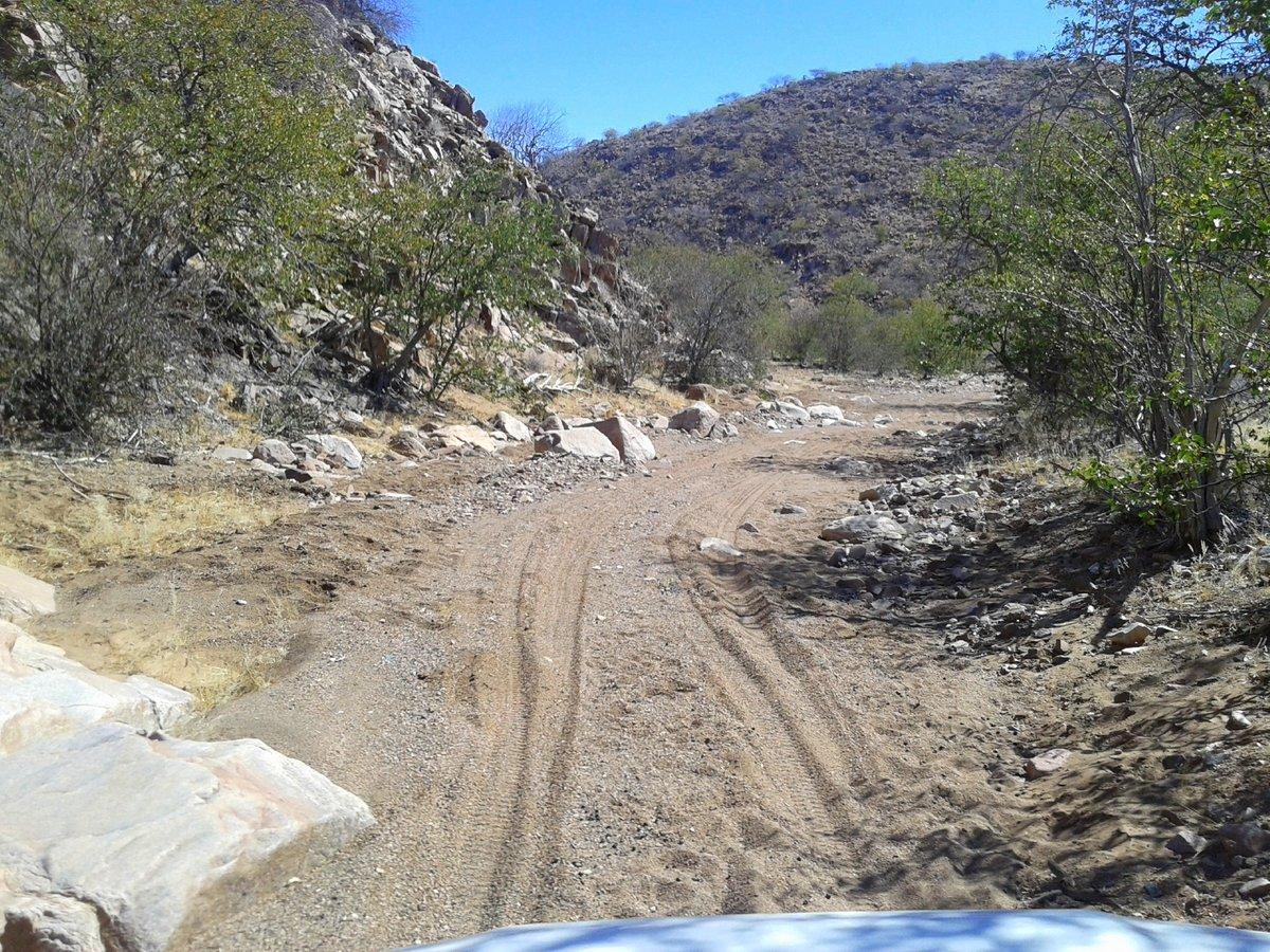 Rauhes Terrain im Damaraland beim Nashorn-Tracking