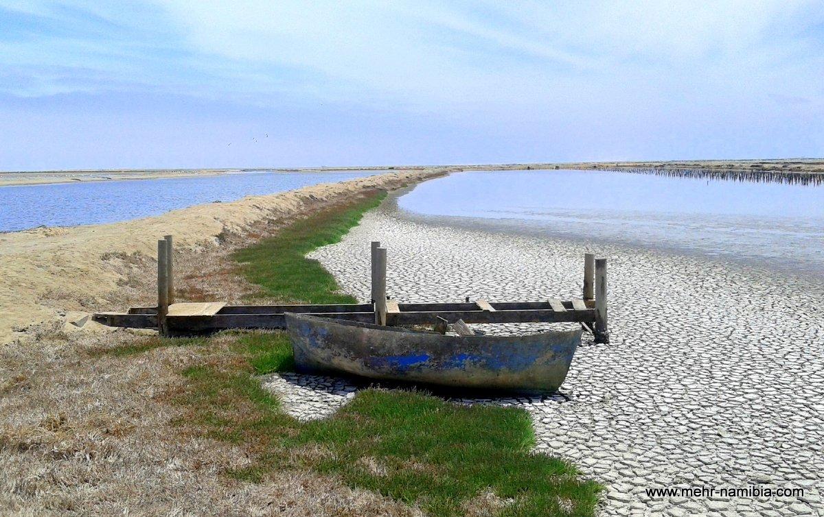 Boot liegt auf dem Trockenen