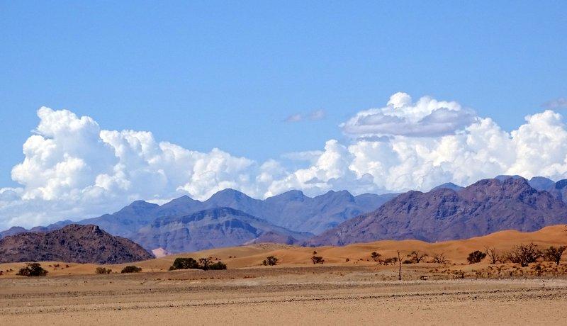 Wolkenberge über dem Naukluftgebirge im Süden Namibias